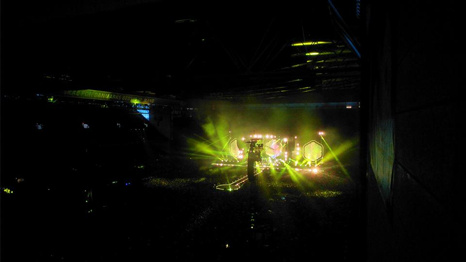 yellow - show met lasers